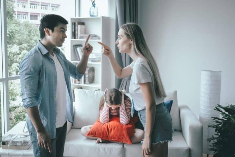 Las razones más comunes por las que las parejas discuten: ¿quién decide qué es lo mejor para los niños?