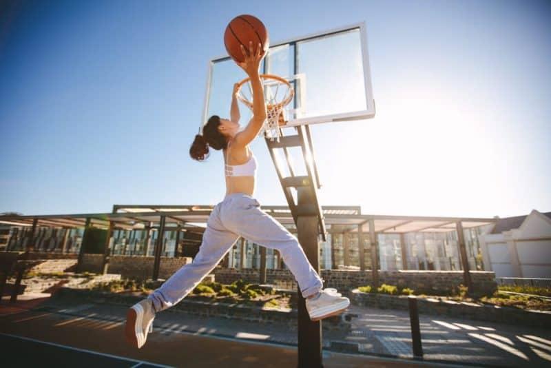 Deportes más populares para niñas: baloncesto