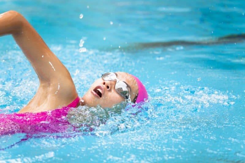 Deportes más populares para niñas: natación