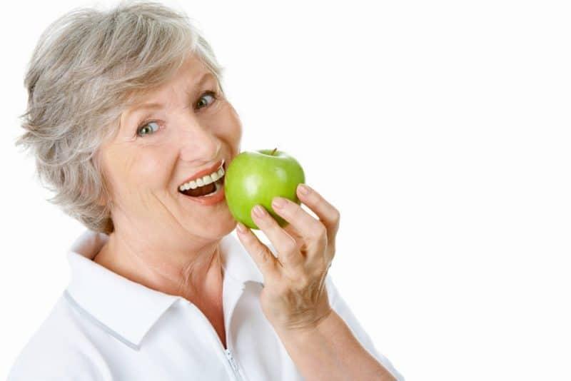 Alimentos saludables para personas mayores - apple