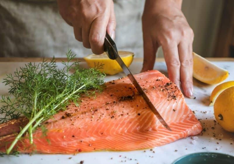 Alimentos saludables para personas mayores - pescado de agua fría