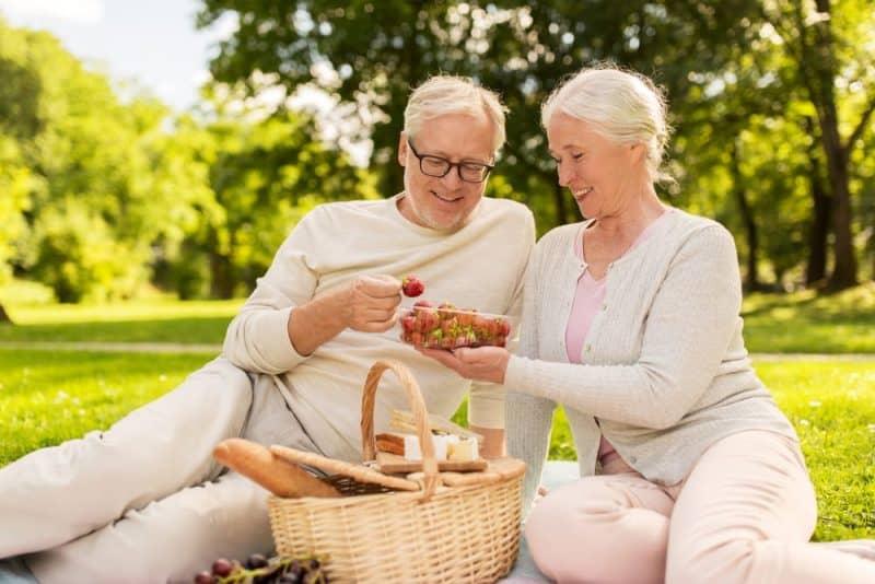 Alimentos saludables para personas mayores - fresas