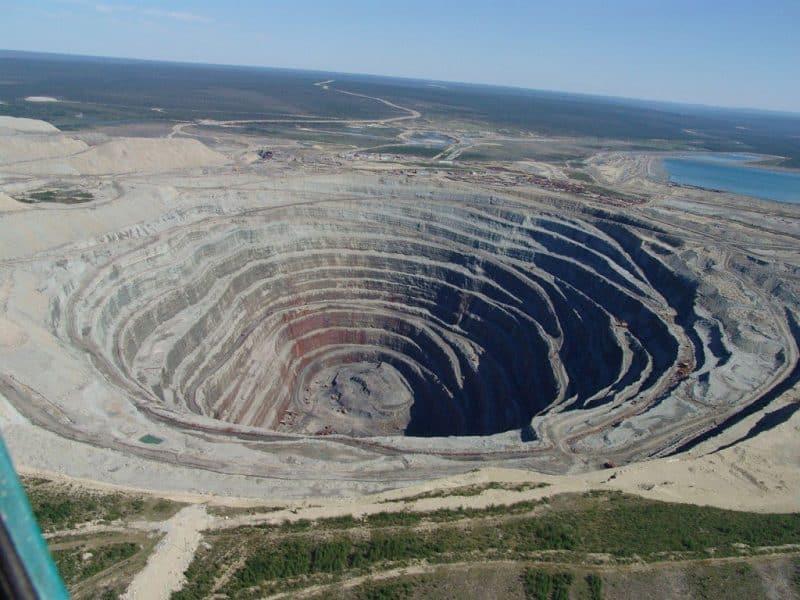 Las minas a cielo abierto más increíbles: la mina de diamantes Udachnaya (Fuente: Wiki)