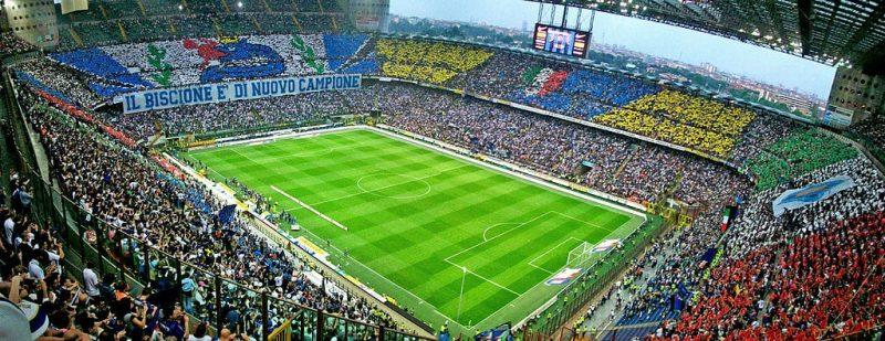 AC Milán o Inter de Milán en el estadio San Siro, Milán
