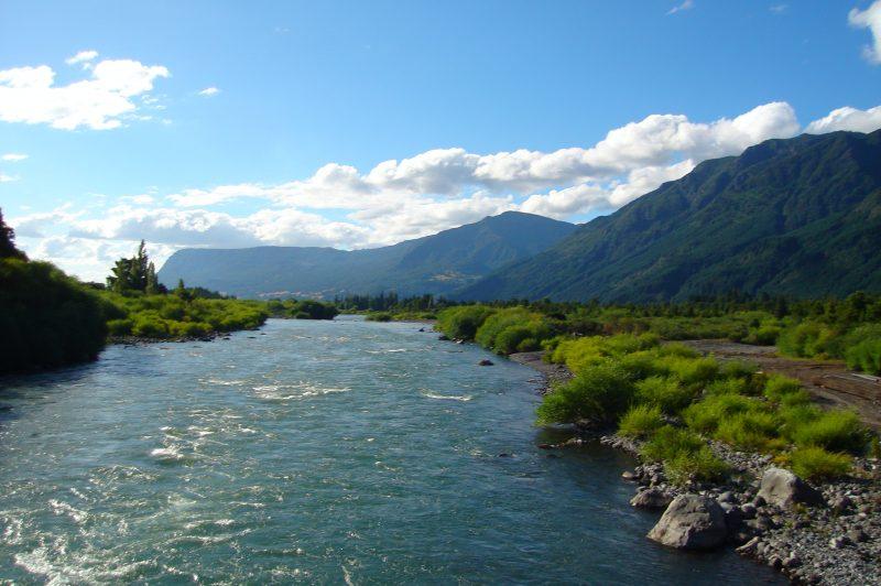 Ir a hacer rafting en el río Trancura
