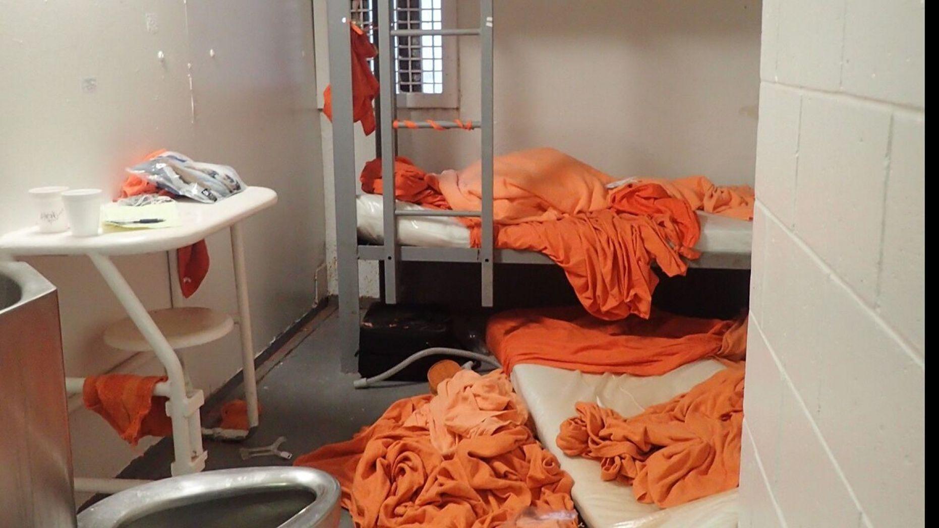 ¿Dónde fue encarcelado Jeffrey Epstein? 3