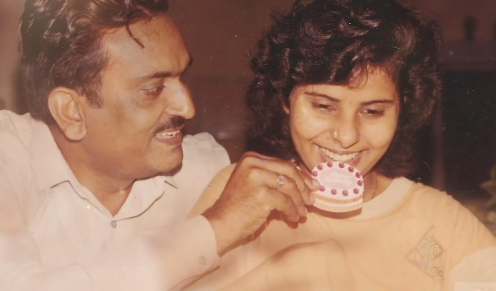 ¿Quiénes son el verdadero padre, madre y hermano de Gunjan Saxena? 2