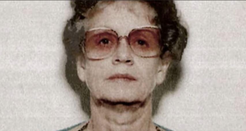 ¿Dónde está hoy la hermana retorcida de Jeannie? ¿Está en la cárcel? 1