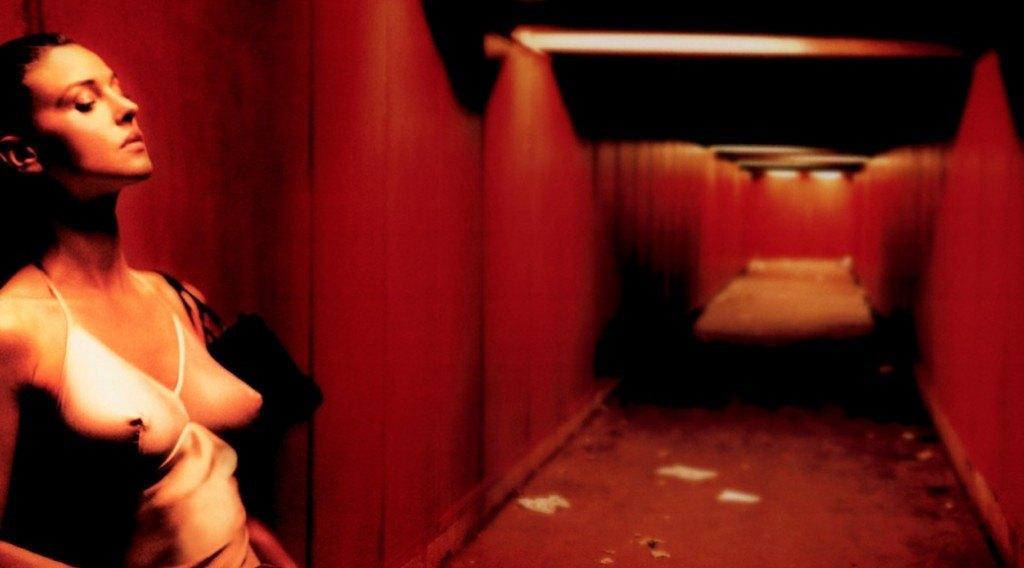 irreversible-monica-bellucci-horror-drama-film-movie-review