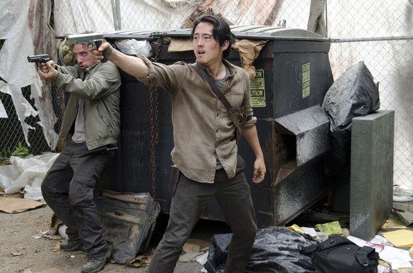 Michael Traynor como Nicholas y Steven Yeun como Glenn Rhee - The Walking Dead _ Temporada 6, Episodio 3 - Crédito de la foto: Gene Page / AMC